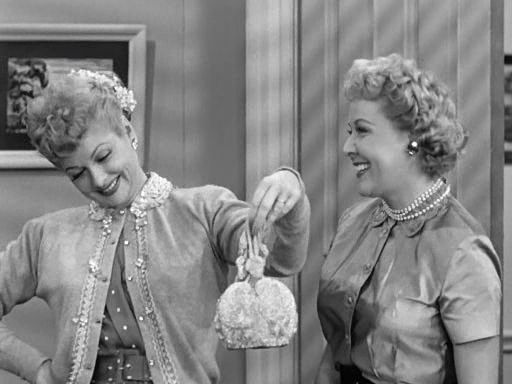 I Love Lucy S2 E19 - Lucy Ethel matching purse